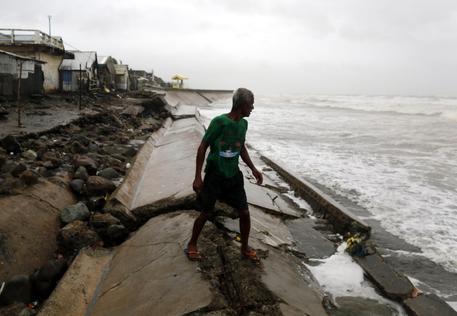 Il super tifone Haima si è abbattuto sulle Filippine