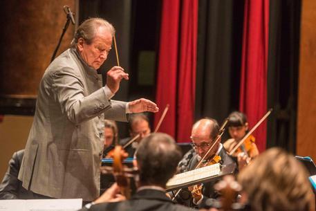 Scomparso a 92 anni il direttore d'orchestra Neville Marriner