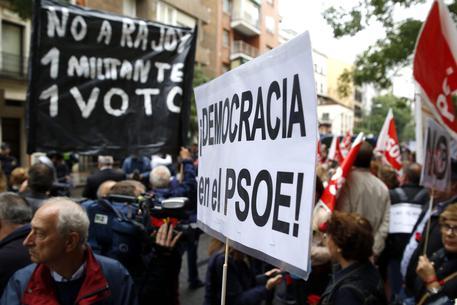 Spagna: vertice socialista per decidere se via libera a Rajoy