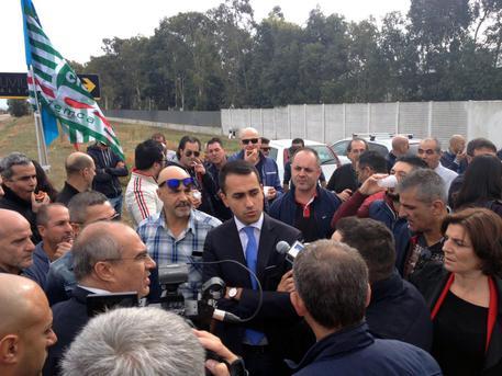 Renzi sfida M5S: