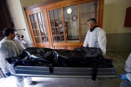 Coppia in un lago di sangue, ipotesi omicidio-suicidio