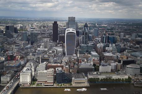 Brexit, le grandi banche annunciano: