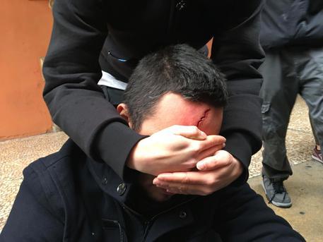 Scontri studenti-polizia a Bologna: due feriti