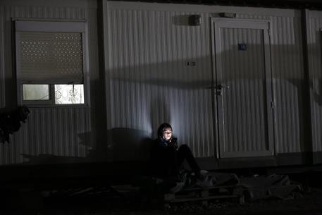 Grecia, sassi e molotov contro campo profughi