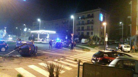 Non si ferma all'alt, auto inseguita si ribalta: due arresti a Cagliari