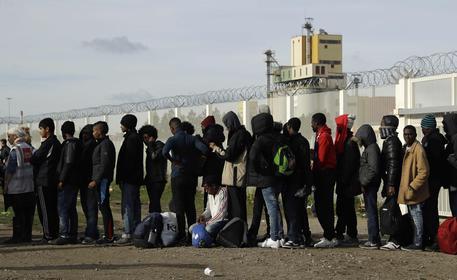 Francia, interprete violentata nella Giungla dei migranti di Calais