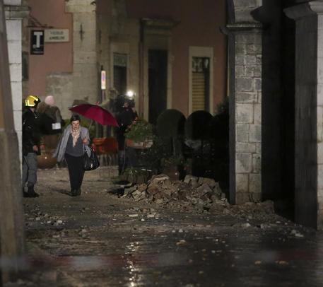 Terremoto, forte scossa in Centro Italia: è stata avvertita anche a Napoli