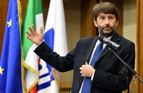 Matteo Renzi alla minoranza dem: