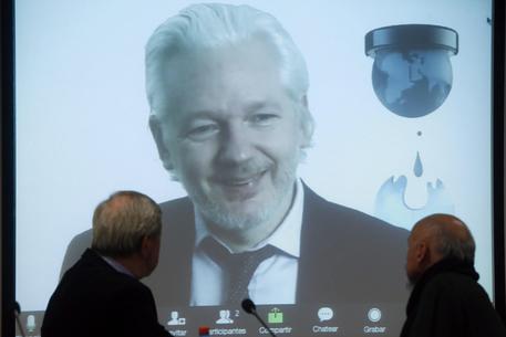 Wikileaks compie 10 anni, Assange: nuove rivelazioni su Usa 2016