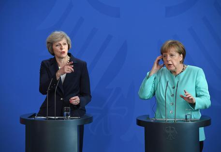Home Europa Brexit. Merkel minaccia May: