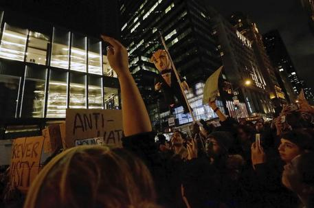 Trump già sotto attacco, proteste a New York