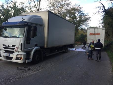 Schianto contro camion, muore un 57enne di Castorano