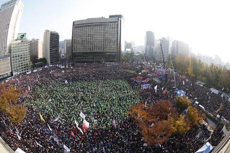 Corea Sud: un milione persone per dimissioni presidente Park
