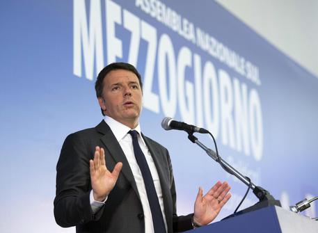 Renzi a Napoli per l'Assemblea Nazionale sul Mezzogiorno, disordini in piazza