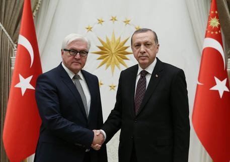 Turchia: Steinmeier, contrario a stop negoziati adesione Ue