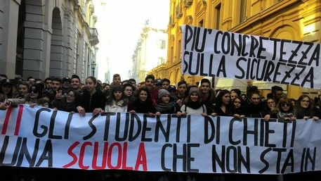 Scuola, studenti in piazza in varie città italiane