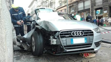 Genova, auto finisce su marciapiede e investe passanti: 4 feriti