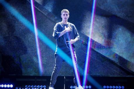 Justin Bieber arriva in Italia, fan in delirio!