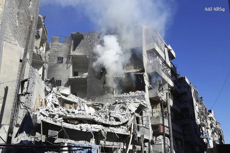Siria: ong, 15 morti in raid su Aleppo