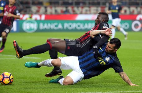 Tegola per l'Inter, Medel rischia un lungo stop