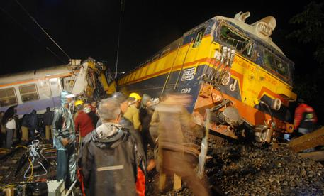 Disastro ferroviario in India, 107 morti accertati finora