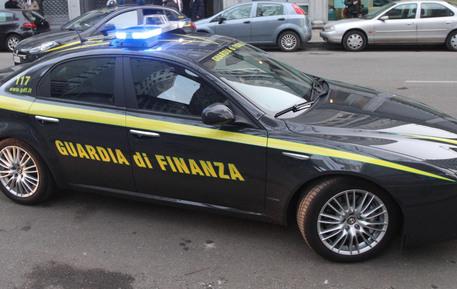 Un'auto della Guardia di Finanza © ANSA
