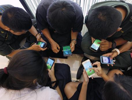 Smartphone pericolosi: semplici regole per dire addio alla dipendenza