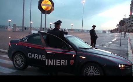 Deruba e violenta 27enne in ufficio Choc a Bari: arrestato un 53enne