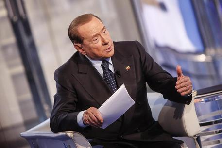 Milan: Berlusconi, se cinesi non chiudono tornerò io, squadra di soli italiani