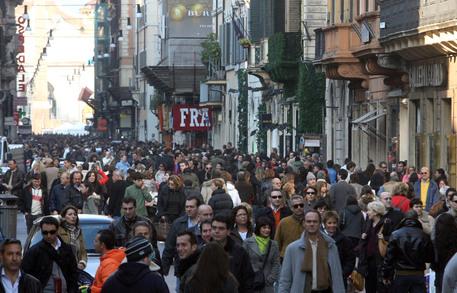 NATALE : SHOPPING PER LE VIE DEL CENTRO A ROMA - [ARCHIVE MATERIAL 20061203 ] © ANSA