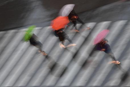 Temporali su Genova, tre famiglie evacuate per una frana