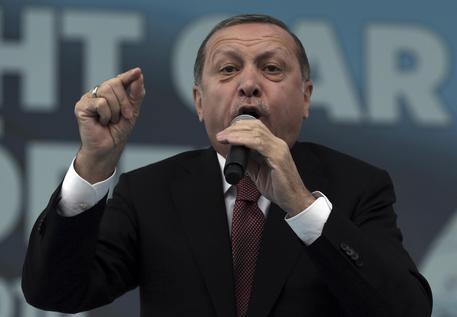 Parlamento Ue: sospendere i negoziati di adesione della Turchia