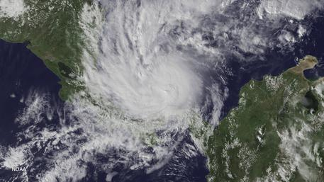 Otto diventa un uragano e minaccia il Nicaragua
