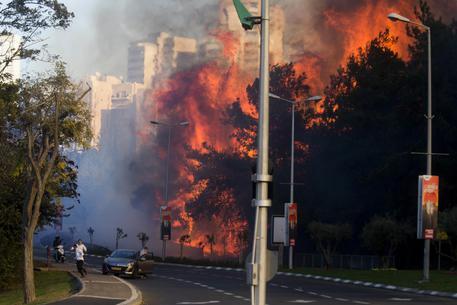 Israele: fiamme vicino Gerusalemme, arrestate 12 persone
