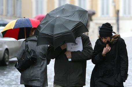 Maltempo a raffiche in Toscana, vento forte e disagi: viabilità e chiusure