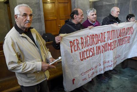 Amianto, assolti 11 ex dirigenti Pirelli