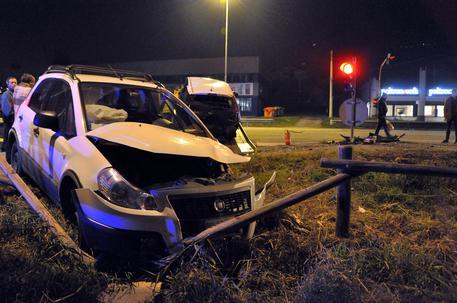 Scontro frontale tra due auto nel Pavese: un morto e quattro feriti