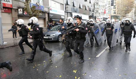 Turchia: autobomba a Diyarbakir, molti feriti