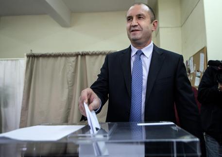 Bulgaria: aperte urne per ballottaggio presidenziali