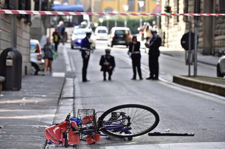 Firenze, anziano alla guida travolge auto e bici: 10 feriti