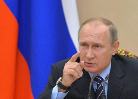 Putin si congratula con Trump: Lavorare insieme per superare crisi