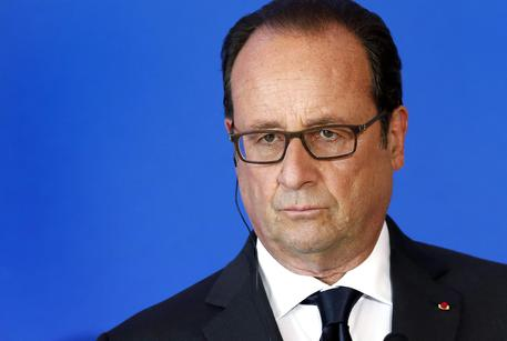 Governo: media, Hollande pensa a un rimpasto, fuori Valls