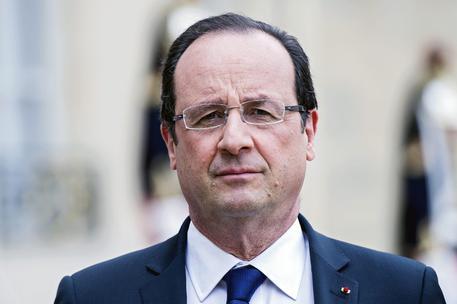Hollande: non mi candido a presidenziali