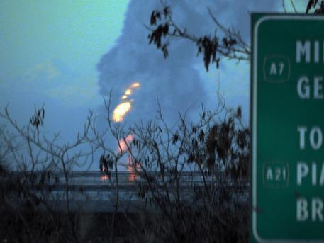 Esplosione in raffineria Eni nel pavese © ANSA