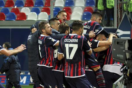 Calcio: Crotone-Pescara 2-1 4b86b0bc0dd99295923fc49a469e845f