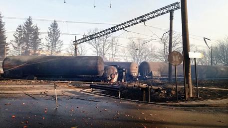Bulgaria: treno merci deraglia e esplode cinque morti