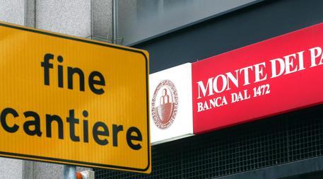 Borsa, a Milano tira Mediaset e pesa Mps