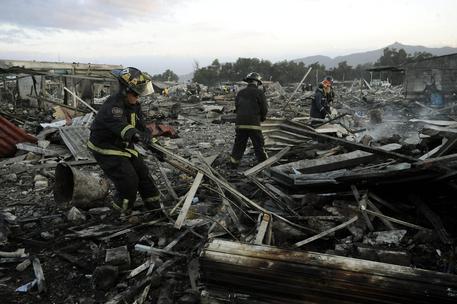Messico, esplosione in un mercato: decine di morti, 70 feriti