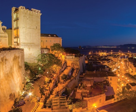 Risparmio energetico: a Cagliari luci spente e un giro a piedi