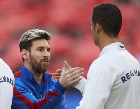 Messi e CR7 si 'baciano' a tre giorni dal Clàsico